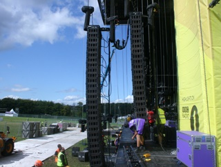 Hanging the Arrays for Leeds Festival
